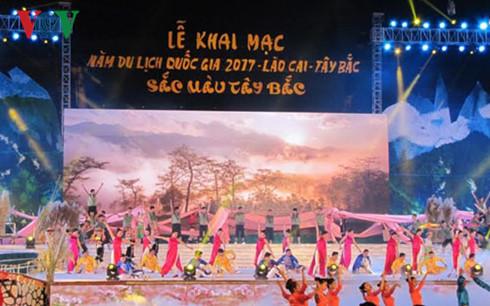 """Tưng bừng khai mạc Năm Du lịch Quốc gia 2017 """"Sắc màu Tây Bắc"""""""