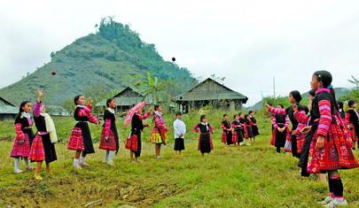 Phong tục ngày Tết của người H'Mông ở Mộc Châu