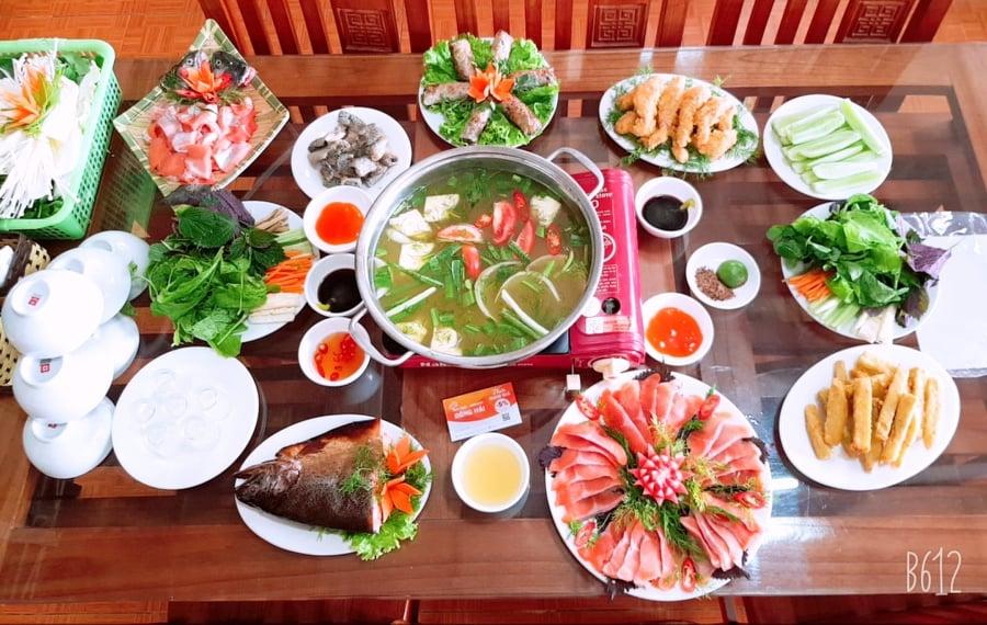 lẩu cá hồi mộc châu tại nhà hàng Đông hải