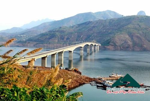 Cầu Pá Uôn xác lập kỷ lục cây cầu cao nhất Việt Nam
